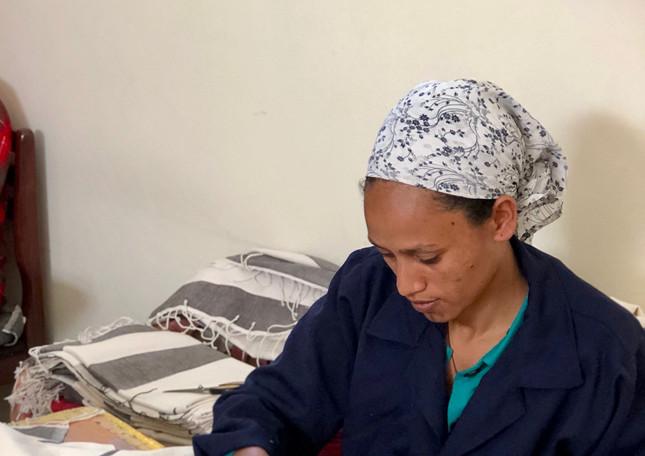 artisan-woman-finisher-sewing-byhand-sti