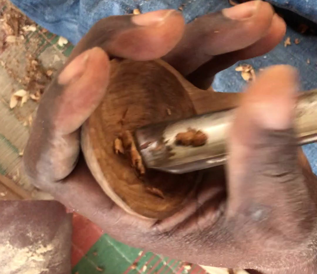 carving-mninga-wood-sugar-scoop-makonde-