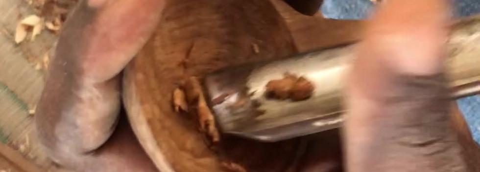 carving-mninga-wood-sugar-scoop-makonde-