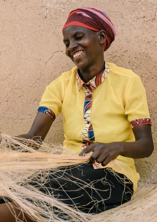 sisal-threads-woman-weaver-process-amsha