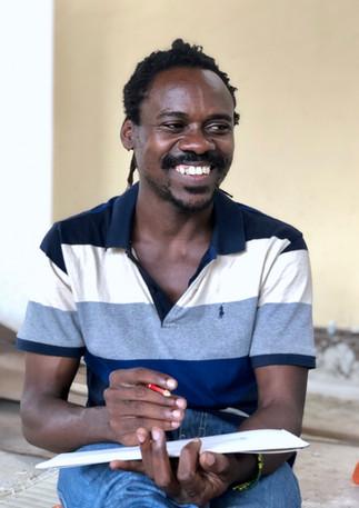 artisan-profile-charles-painter-tanzania