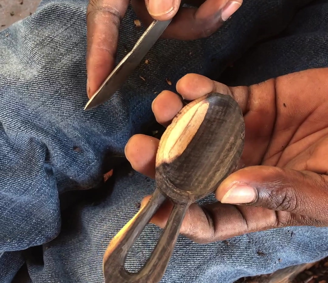 carving-blackwood-mpingo-scoops-makonde-