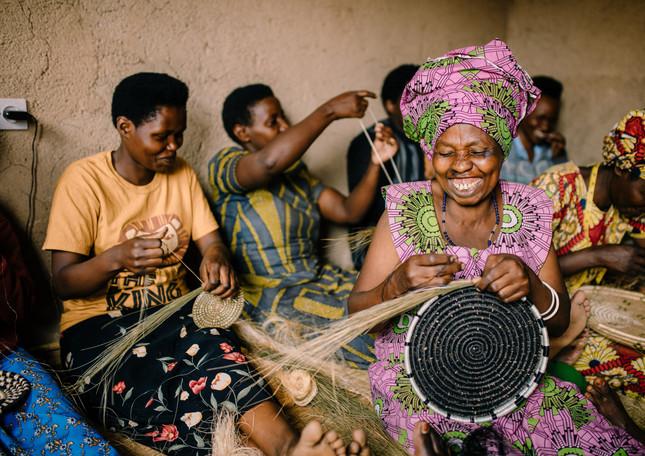 women-weavers-amsha-rwanda-baskets