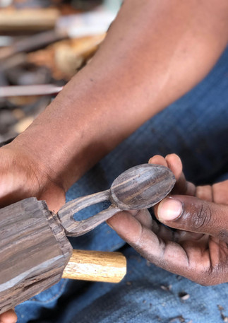 blackwood-scoop-hand-carved-making-proce