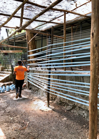 artisan-measuring-threads-warp-wooden-lo