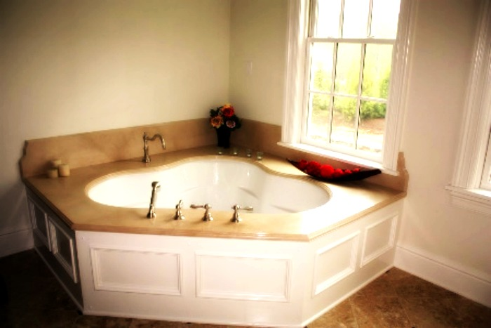Luxurious Marble Tub Deck