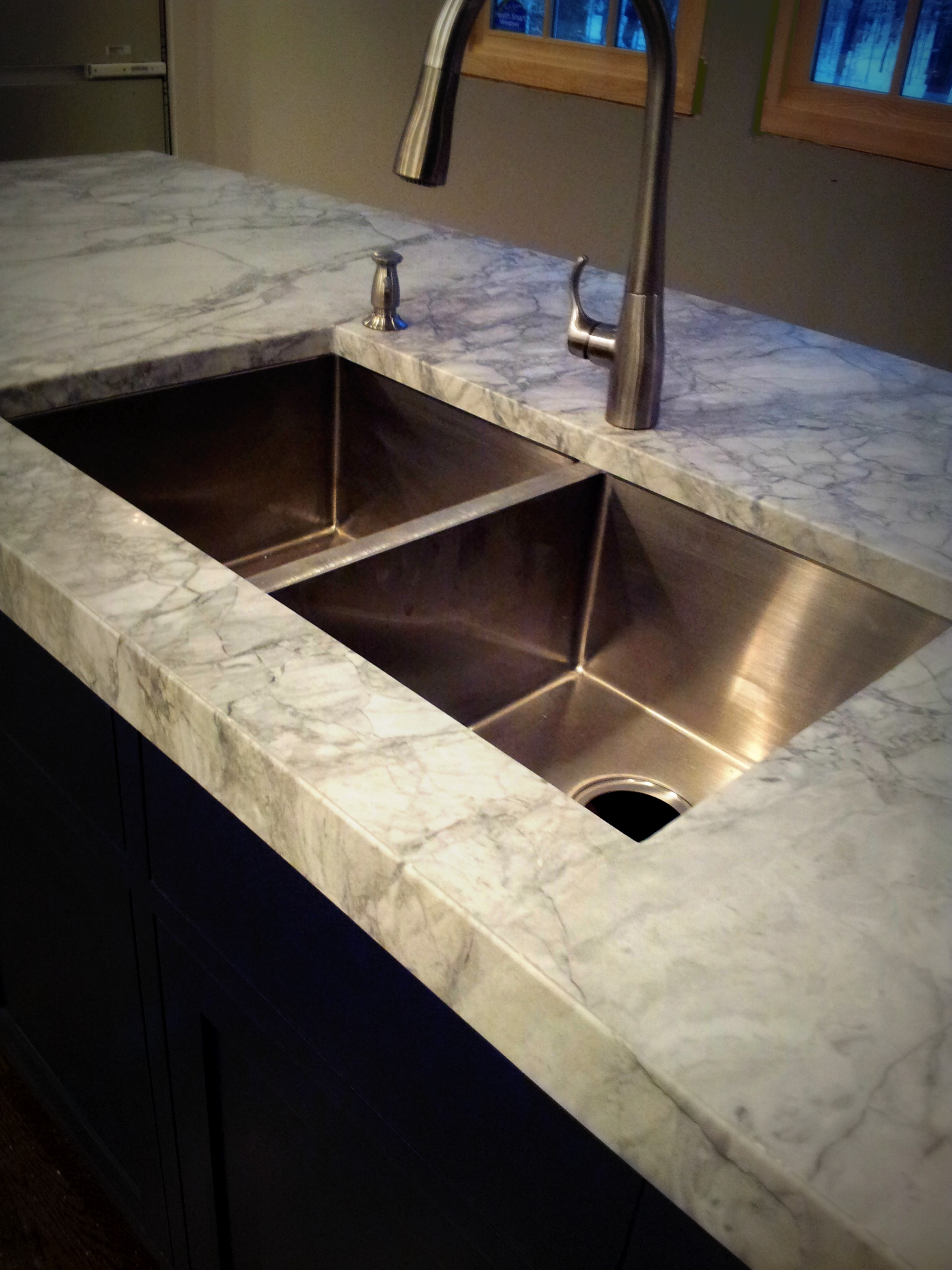 Super White Marble Countertop