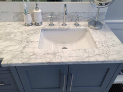 Small radius porcelain sink