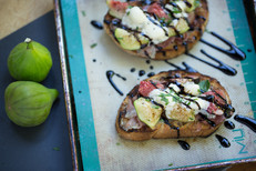 Roasted Fig Bruschetta with Prosciutto, Mascarpone and Balsamic Reduction