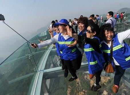 China estrena el mirador de cristal más grande del mundo