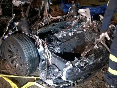 """Dos muertos en un accidente con un auto Tesla """"sin conductor"""" en EE. UU"""