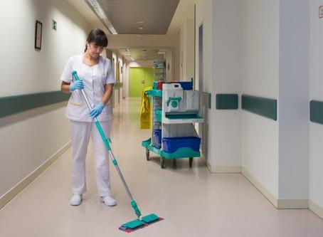Gente de limpieza en hospitales: Héroes sin bata