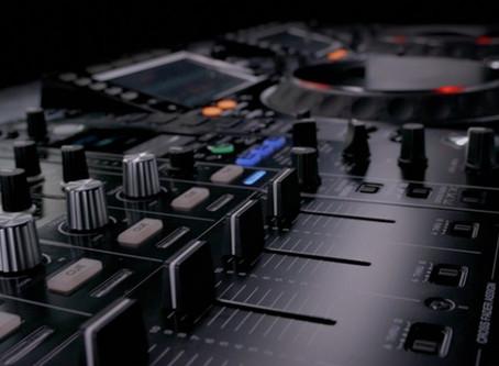 DJ toca Techno en su balcón y lanza pastillas de MDMA a sus vecinos