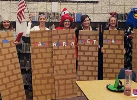 Suspendidos maestros tras disfrazarse del muro de Trump en Halloween en una escuela de Estados Unido