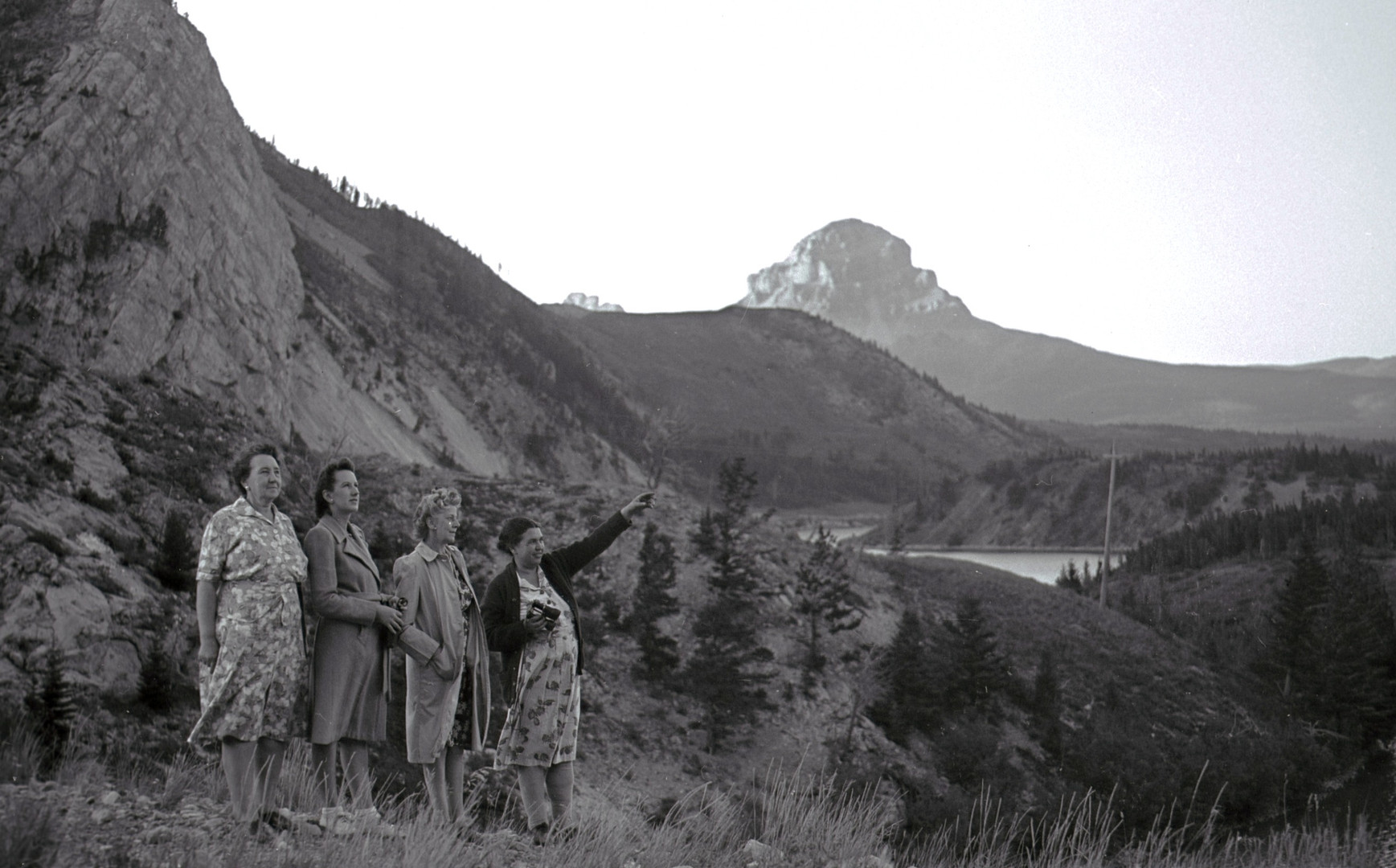 Lena and friends at the West end of Crowsnest Lake - GUSHUL 26, July 1945