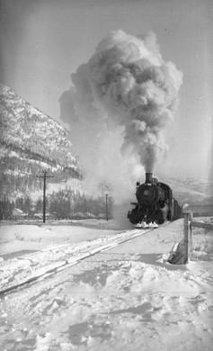 Locomotive coming into Blairmore - GUSHUL 1935
