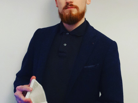 How can a Hypnotist and Magician help your organisation and it's team achieve it's goals?