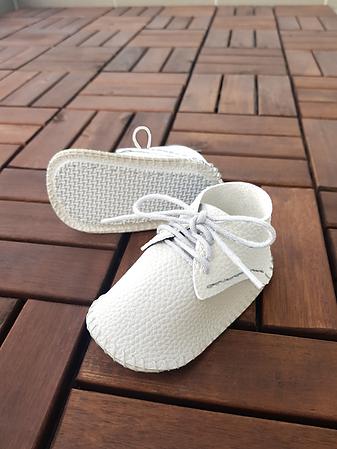 plain white shoes.png