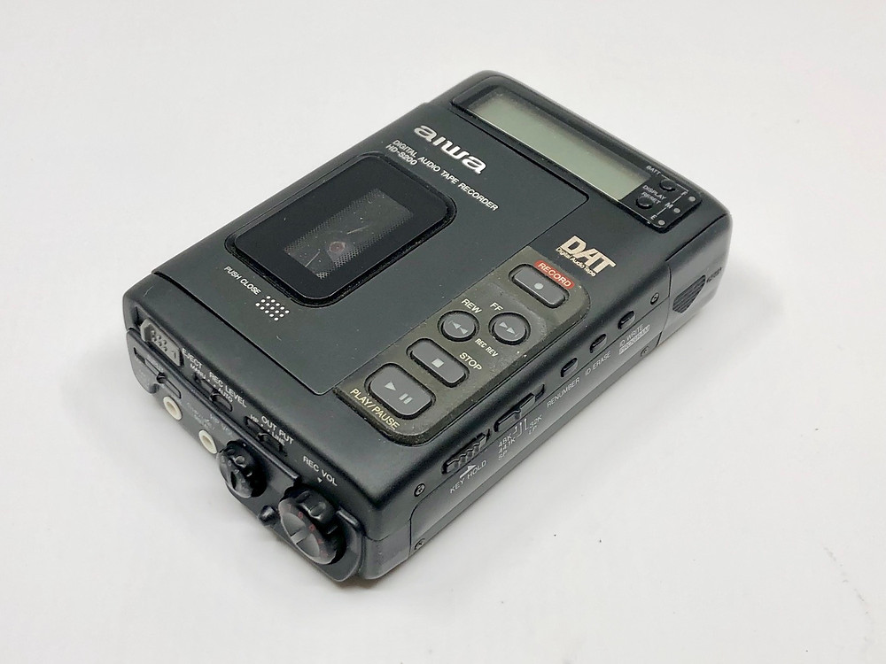 Aiwa HD-S200 DAT Digital Audio Tape Recorder