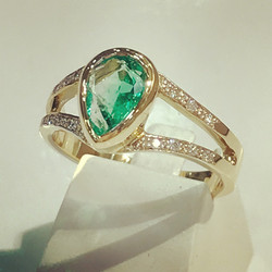 BAGUE EMERAUDE ET DIAMANTS