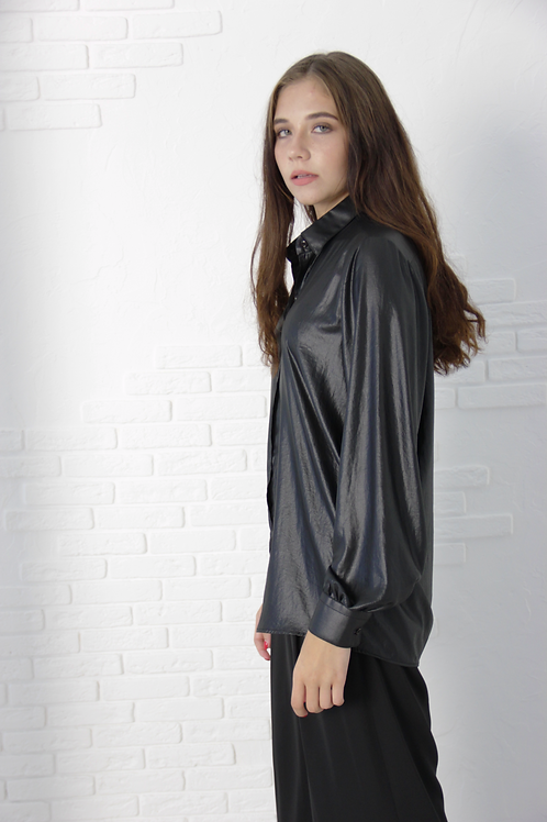 Wet effect M-shirt with magnetic closure