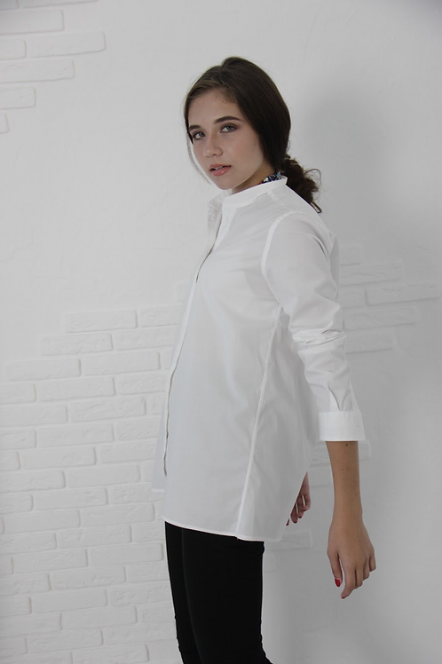 Chic white M-shirt with magnetic closure