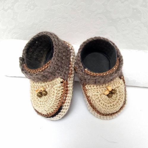 Newborn crochet shoes, beige baby shoes