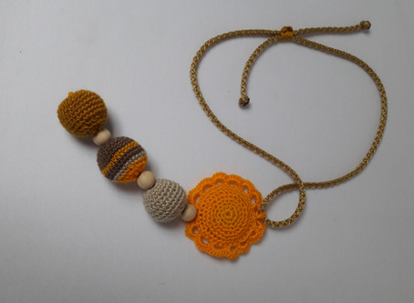 Your baby will love to play with this Breastfeeding Nursing Necklace, soft and colorful.