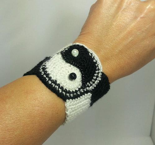 Yin yang bracelet, crochet beaded cuff