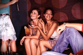 Mädchen in einer Bar