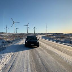 Con una Tesla alle Isole Far Øer