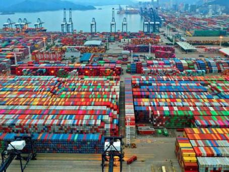 El atasco de los puertos de China supera al del Canal de Suez y amenaza al comercio internacional