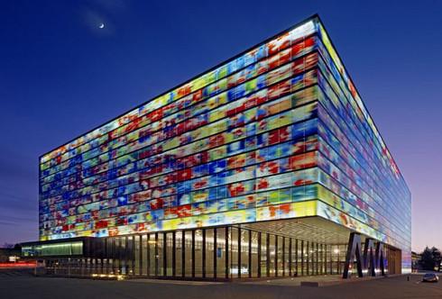 Vidros de fachada inspirados em imagens de TV?