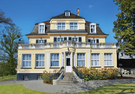 Villa Oranien Diez bei Tag