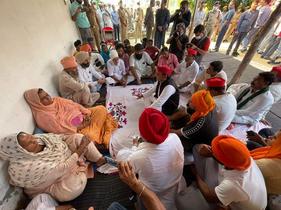 लखीमपुर हिंसा में मारे गए गुरविंदर सिंह से मिलें सपा प्रमुख