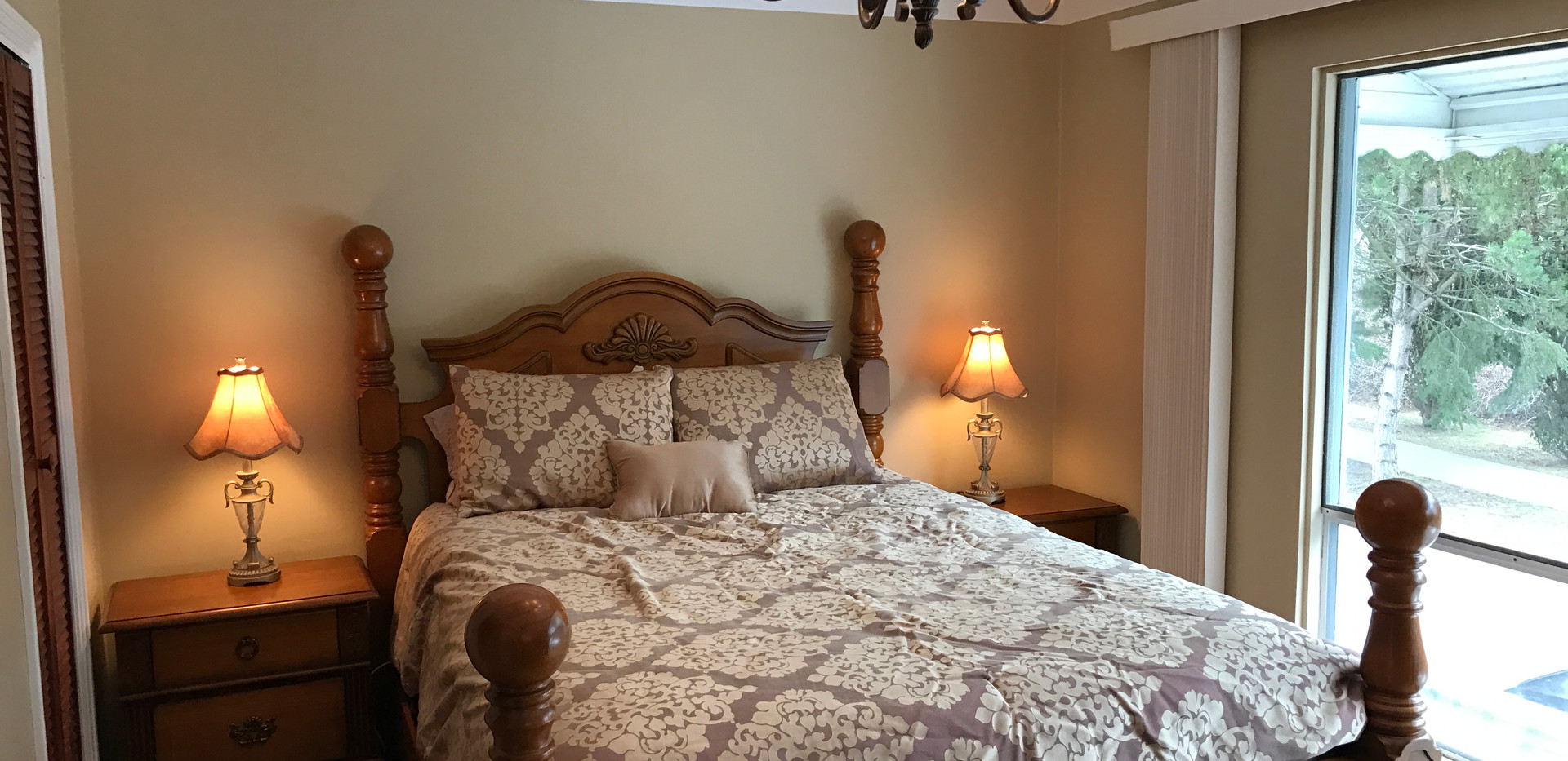 #4 Hyacinth - Bedroom #1 (upstairs).JPG
