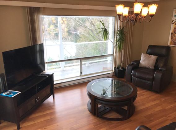 #4 Hyacinth - Living room with lakeiew.J