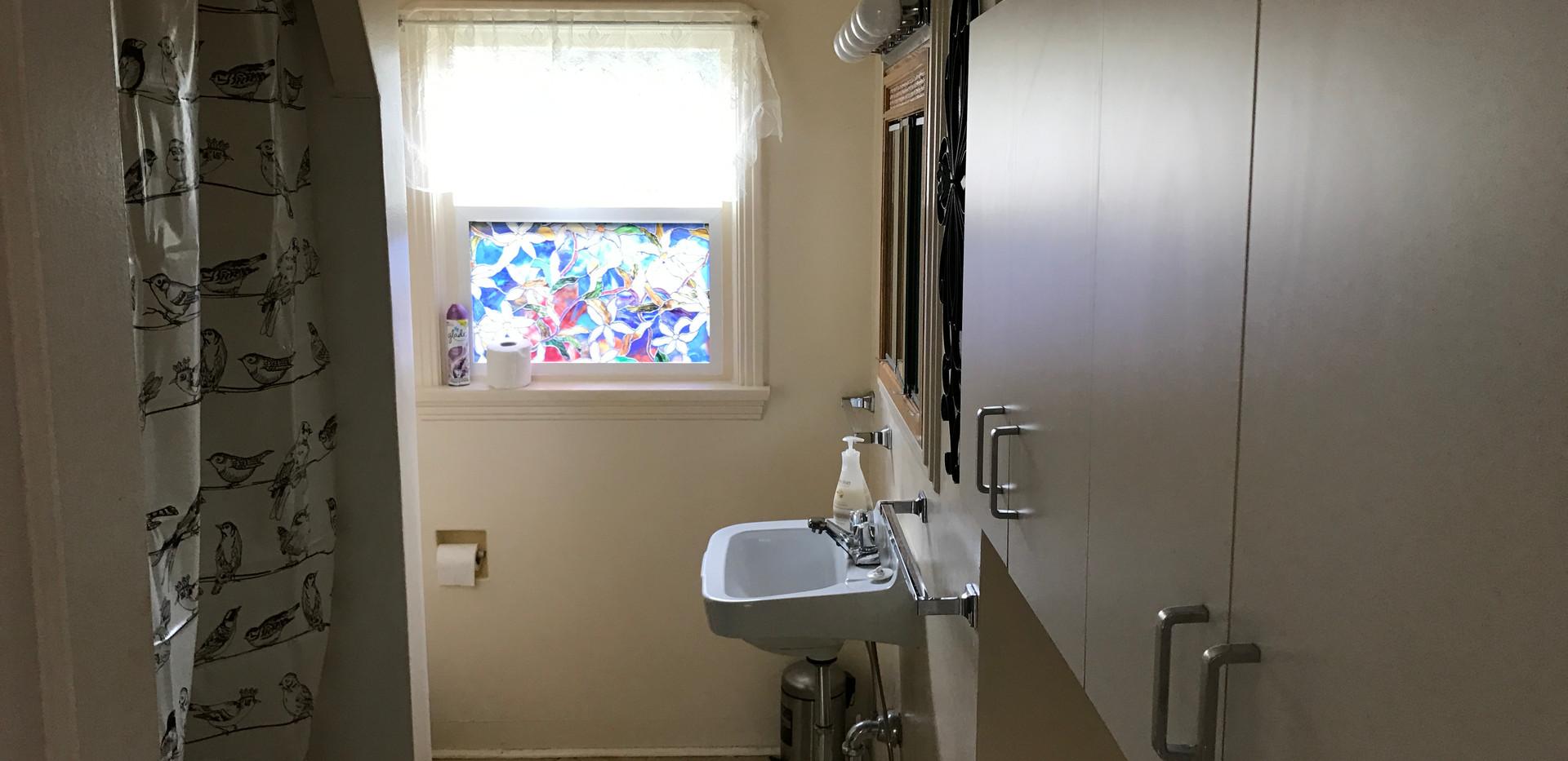 #4 Hyacinth - Bathroom #1 (upstairs).JPG
