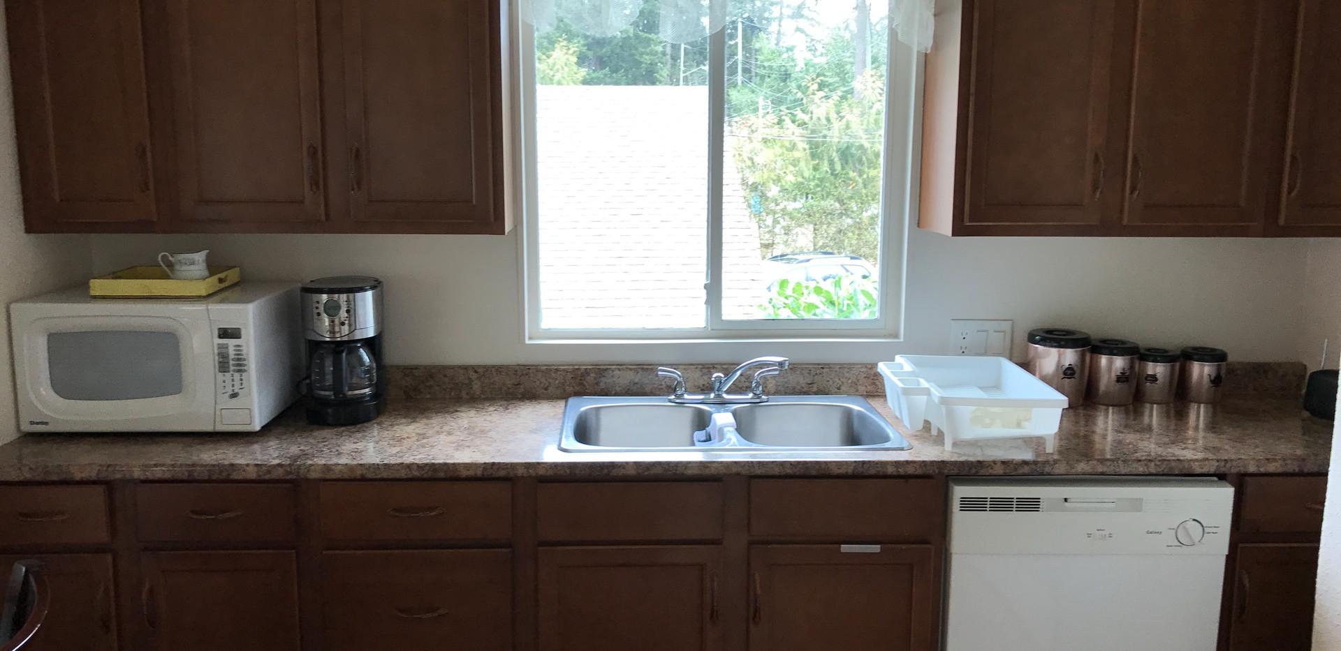 #4 kitchen (2).JPG