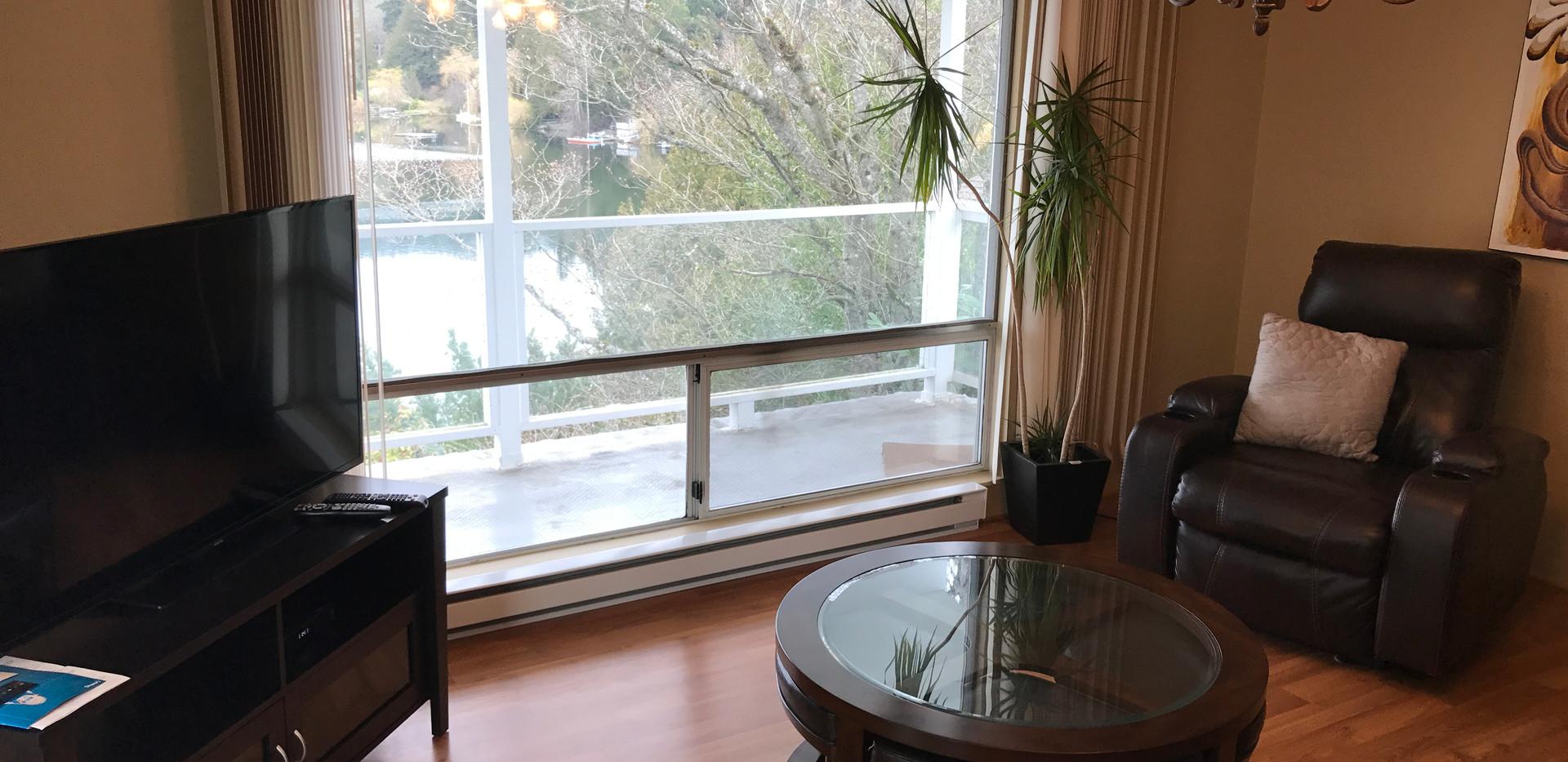 Hyacinthlivingroom.JPG