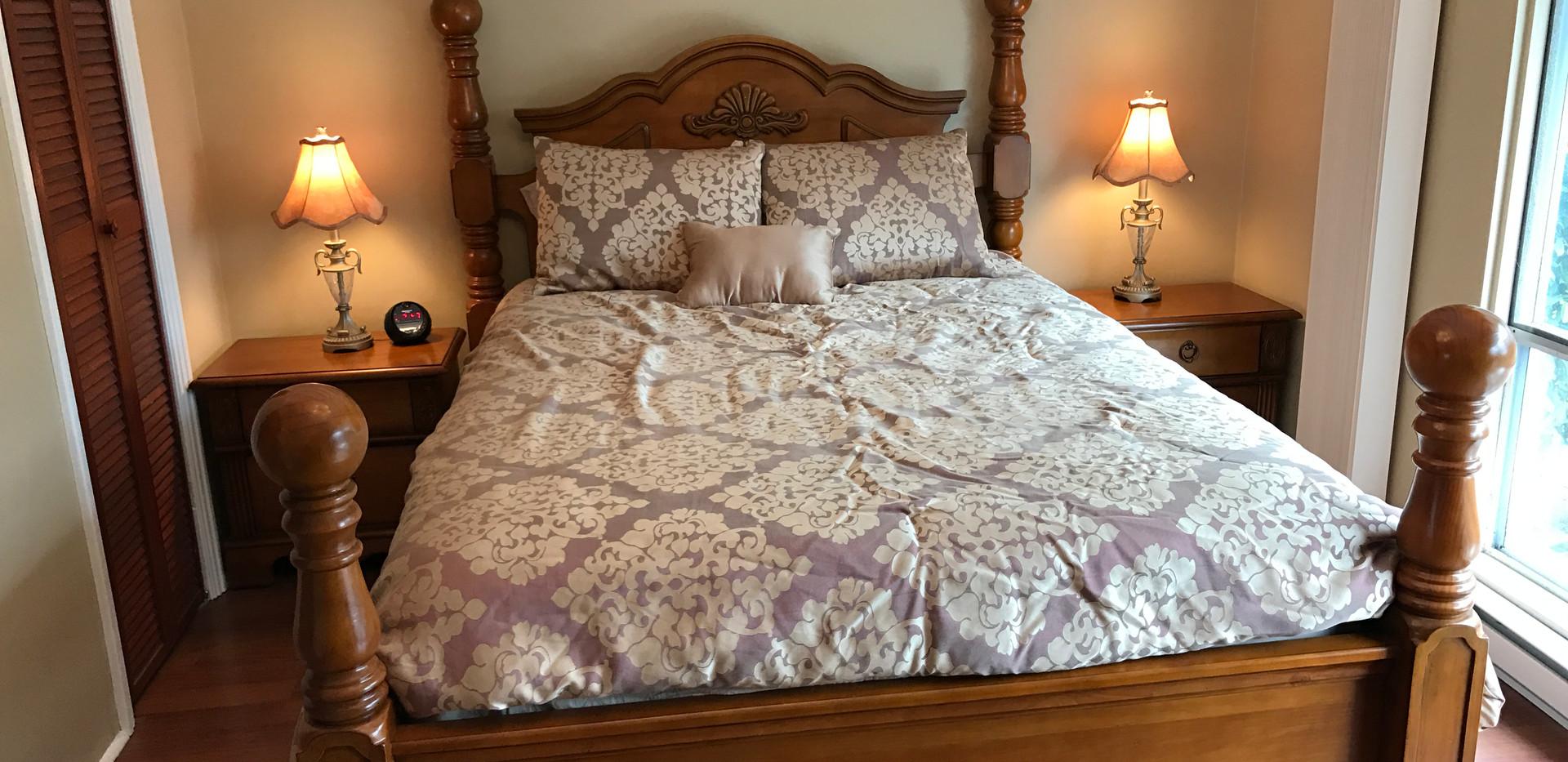 #4 Hyacinth Bedroom #1 .JPG