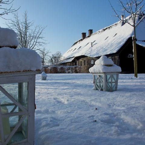 Hof-van-Vijfeijken-aanzicht-in-de-sneeuw