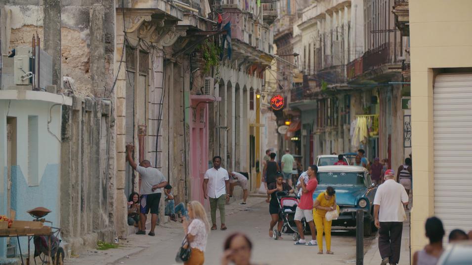 Cuba_Afl1_Yuri op straat001.png