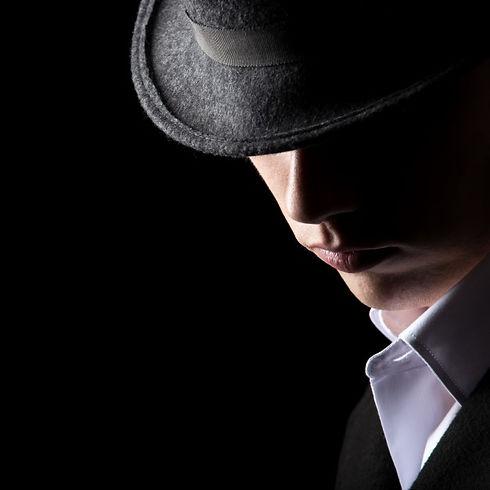attractive-unrecognizable-man-hat_1163-1