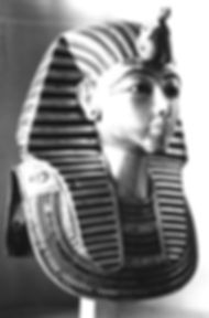 Tutankhamun's_mask_without_beard.jpg