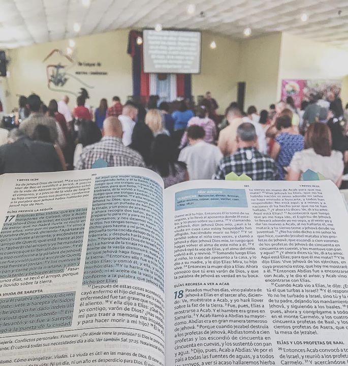 Hoy nuestro pastor _rafaeltorreszacour predicó  bajo el tema_ _Arregla la base_ 1 Reyes 18_27-37 _#i