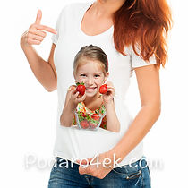 Печать фото на женской белой футболке