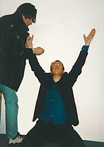 Peter Gabriel pose for Klaus Guingand in 1995