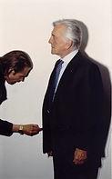 Kirk Douglas pose for Klaus Guingand in 1995