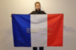 Klaus Guingand and his flag with the sentence in French. Flag: 39,37 x 59 in. / Sentence gold 24K thread embroidered / Signed